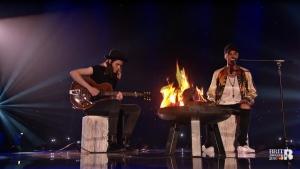 Justin Bieber (z prawej) i James Bay wspólnie na scenie